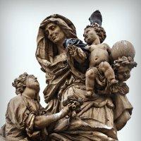 Скульптура на Карловом мосту :: Инна *