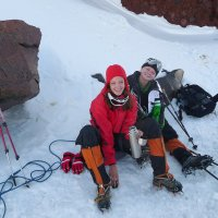 Покорительницы Эльбруса на привале на скалах Ленца. Высота около 4800 м над уровнем моря. :: Vladimir 070549