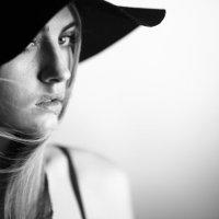 Дама в шляпе :: Ирина Филатова