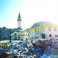 Мечеть на фоне весеннего снега :: Владимир Ростовский