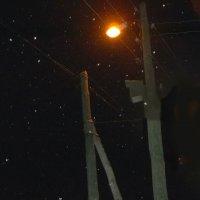 Снежинки в свете уличного фонаря :: Владимир Ростовский