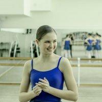теплый свет её улыбки... :: Сергей Корзенников