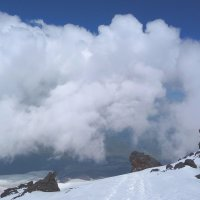 В облаках на высоте 4800 м. Скалы Ленца. Восточная вершина Эльбруса. :: Vladimir 070549