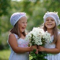 девочки и цветы :: Ярослава Бакуняева
