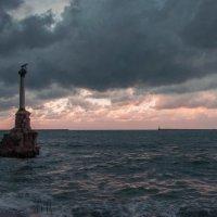 Памятник затопленным кораблям :: Александр Щепелев