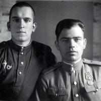 Отец с дядей Владимиром на фронте, 1945 год :: Борис Соловьев