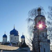 сквозь колокольню солнце :: Сергей Цветков