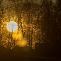 весенний закат сквозь окно :: Алексей -