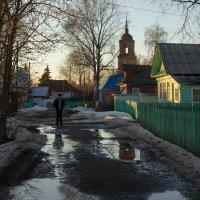 Немонастырская жизнь на Монастырской улице :: Татьяна Копосова