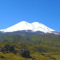 Эльбрус-красавец..., высочайшая вершина России :: Vladimir 070549