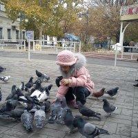Девочка и голуби :: Тамара