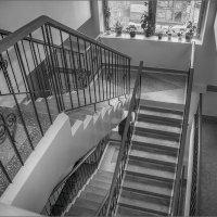 ...по лестнице ведущей... :: Олег Карташов