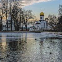 Утро в монастыре :: Владимир Воробьев