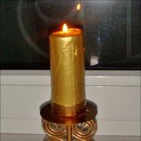 Задумчиво горит вечерняя свеча… :: Нина Корешкова
