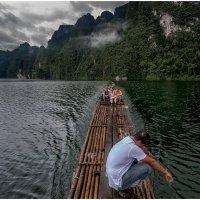 """""""...На маленьком плоту...""""(с)..Национальный Парк Као Сок и озеро Чеолан... :: Александр Вивчарик"""