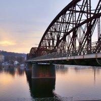 Железнодорожный мост через Влтаву в Праге в районе Вышеграда (Чехия) :: Денис Кораблёв