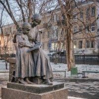САРАТОВ_памятник первой учительнице. :: Андрей ЕВСЕЕВ