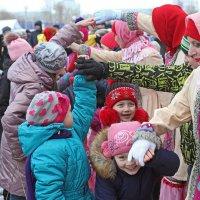 Северодвинск. Масленица. Все взрослые были детьми :: Владимир Шибинский