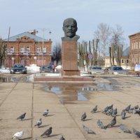 Бюст  В.И.Ленина в историческом центре города Киржач :: Galina Leskova