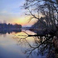 рассвет на озере :: юрий иванов