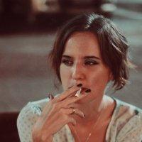 Девушка с сигаретой :: Анна Бушуева