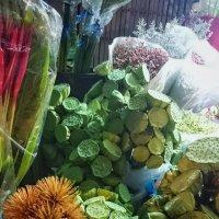 На цветочном рынке :: Наталья Нарсеева