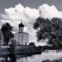 церковь Покрова на Нерли :: Михаил Карпов