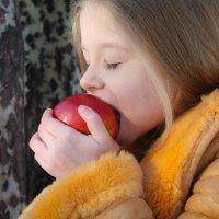 Наливное яблочко :: Ева Олерских