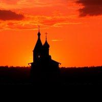 На фоне заката :: Александр Сивкин