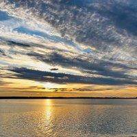 Закат на озере :: Александр Сивкин