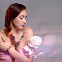 Портрет с розой. Смешанный свет :: Дмитрий Гришечко
