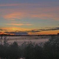 Вверяясь ночи, ты тихо дремлешь в тумане алом, в дали неясной. :: mike95