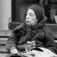 Женщина с шоколадкой :: Александр Степовой