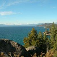 Скалистые берега озера Тахо. :: Владимир Смольников