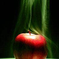 волшебное яблоко :: Sergey Kuzmik