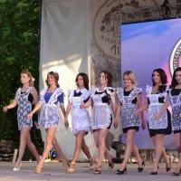 Долго-долго будут сниться наши чудо-выпускницы! :: Владимир Болдырев