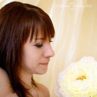 Девушка и цветок :: Марина Климович