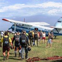 Посадка парашютистов на легендарный АН-2. :: Андрей Мичурин