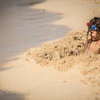Мальчик в песке :: Лёша