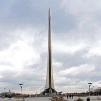Памятник покорителям космоса. :: Oleg4618 Шутченко