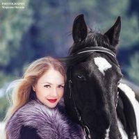 Девушка с лошадкой :: Оксана Маркова