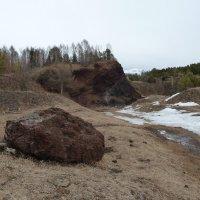 """Вот такие """"бомбочки"""" вылетали из кратера существовавшего миллионы лет назад вулкана :: Галина"""