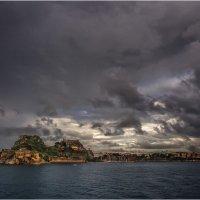 Так встречал остров Корфу,(Греция)...вид с парома!!! :: Александр Вивчарик