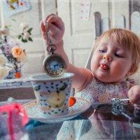 Алисёныш и безумное чаепитие :: Татьяна Исаева-Каштанова