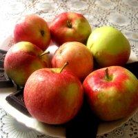 Яблочный, сладкий натюрморт :: Елена Семигина