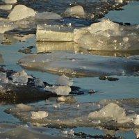 Весна,река и лёд. :: Владимир Гилясев