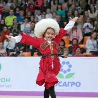 Лезгинка в исполнении девочки гимнастки!!!... :: Yuriy Konyzhev