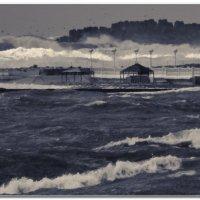 Волны в бухте возле мыса Тонкий :: Валерий Дворников
