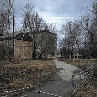 Среднеуральск. Тихий переулок апрельским вечером... :: Pavel Kravchenko