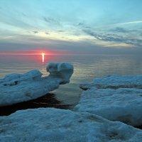 Северодвинск. Весна. Белое море. Последние лучи :: Владимир Шибинский